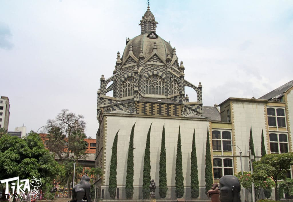 Medellin city tour Tika Travel Botero park