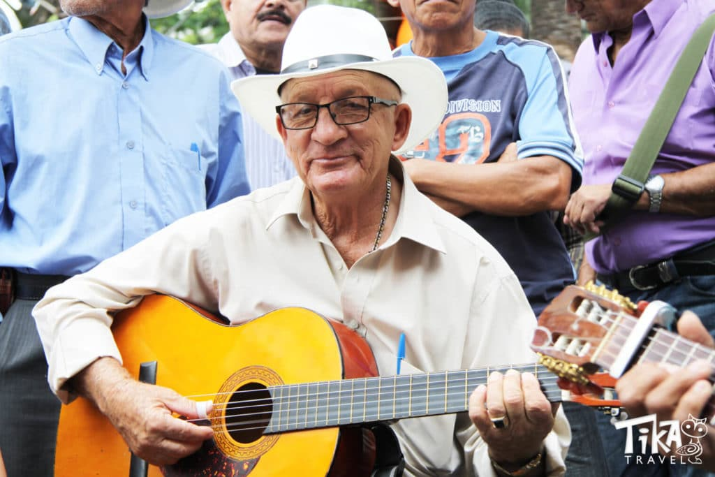 Parque Berrio Musician Medellin City tour Tika Travel