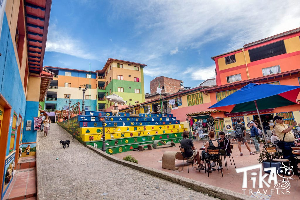 Place Guatape Medellin Tika Travel Colombie Village colore